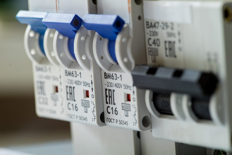 Circuit breaker vs Safety switch